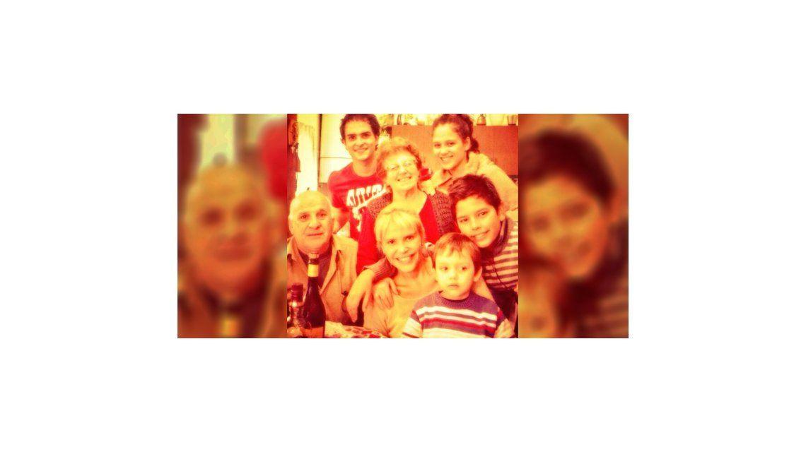 La presentación oficial de Augusto Schuster en la familia como novio de Barbie Vélez