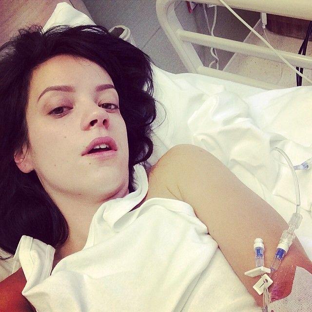 La polémica foto que publicó Lily Allen durante su internación por un virus