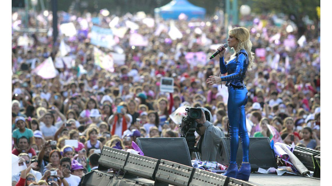 El recital de Violetta ante 250 mil personas: polémica en Twitter por el corte de las calles