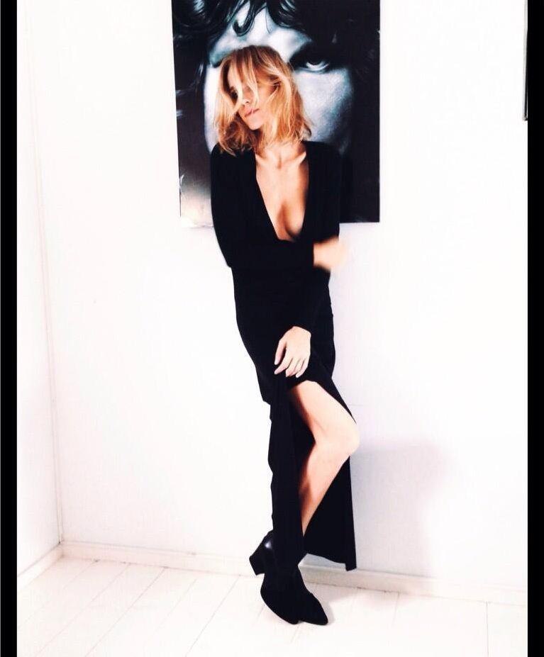 Brenda Gandini lució desde la web su escote para una producción de moda