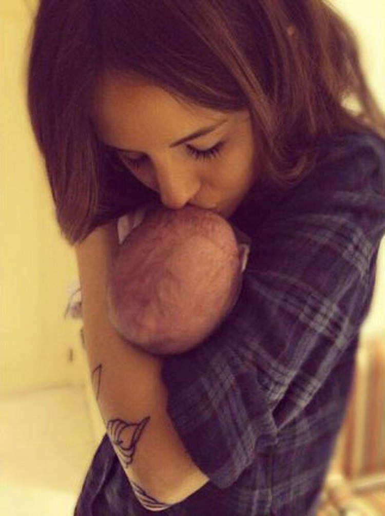 La foto de Candelaria Tinelli con su nuevo hermanito Lorenzo