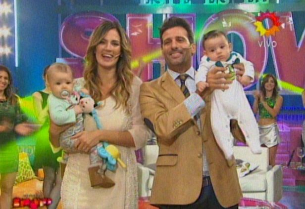Paula Chaves y José María Listorti, acompañados por sus hijos, empezaron Este es el show