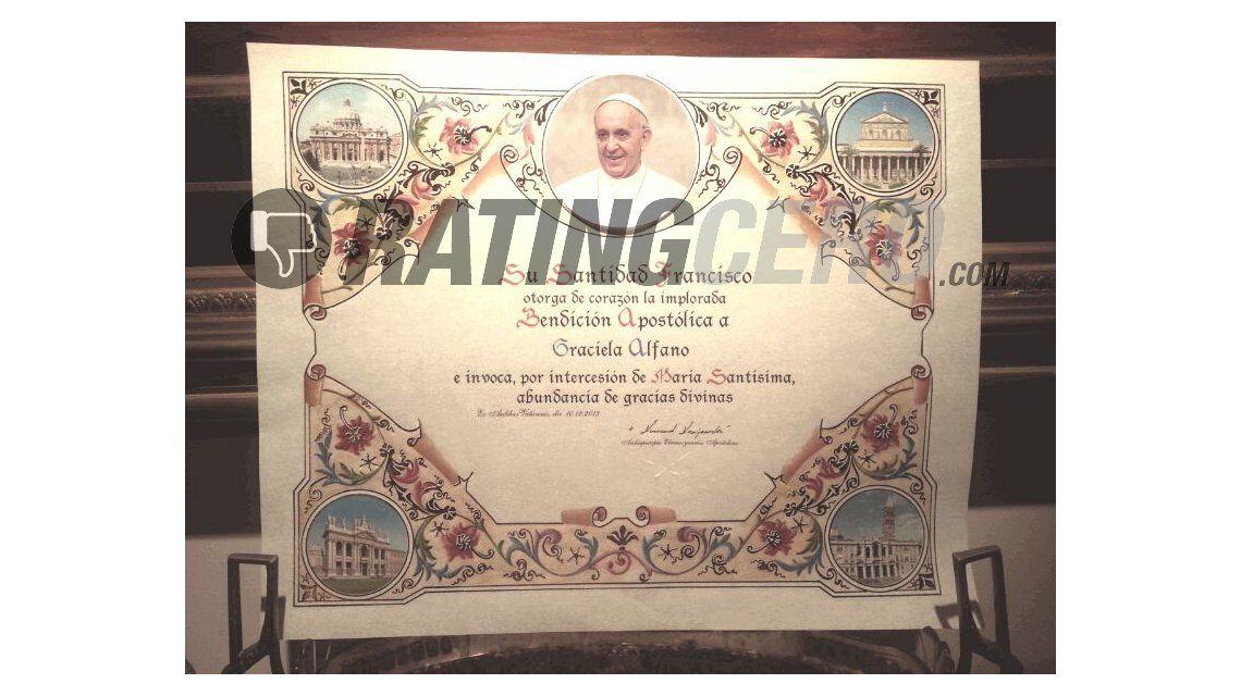 Insólito: El Papa mandó una bendición a Graciela Alfano con un diploma