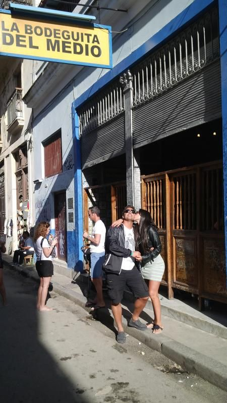 Las románticas vacaciones de Matías Alé y Sabrina Ravelli en Cuba