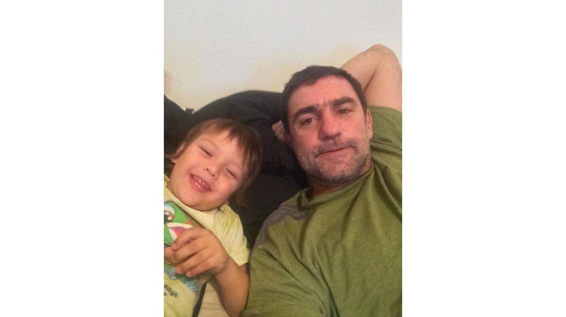 La despedida de Fabián Rodríguez y su hijo Thiago: Noche de machos