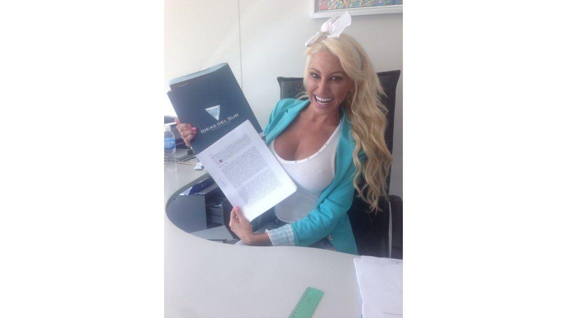 La Griega Vicky Xipolitakis ya firmó y será parte del Bailando 2014