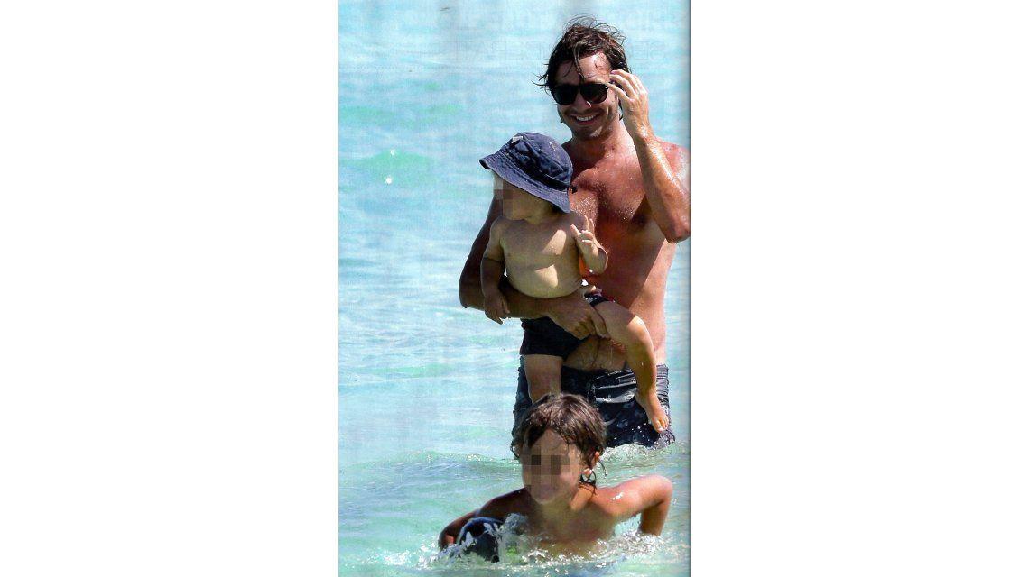El álbum de las vacaciones de Pampita y Benjamín Vicuña con sus hijos en Miami