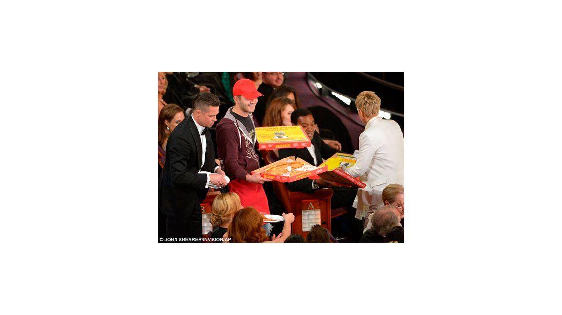 ¿Cuánto recibió de propina el chico que le repartió pizza a los famosos?