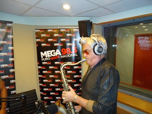 A pura música, Roberto Pettinato debutó con su programa de radio en Mega
