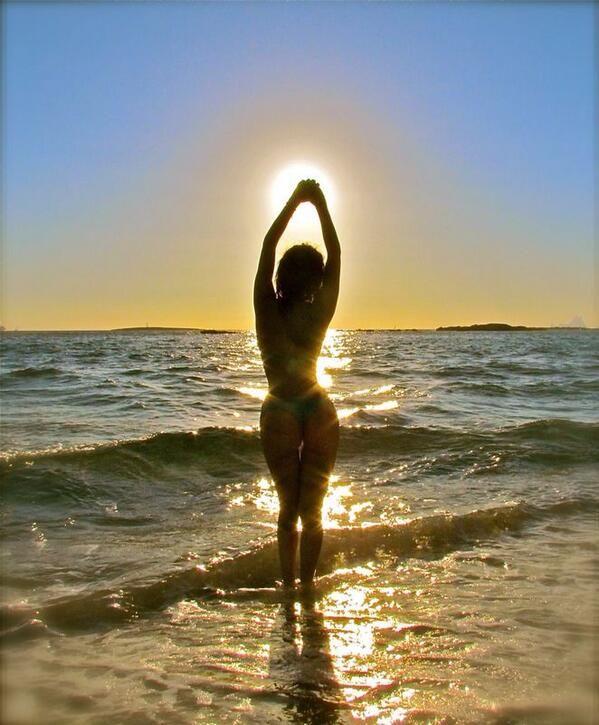 Silvina Luna despide al sol de Ibiza mostrando la cola