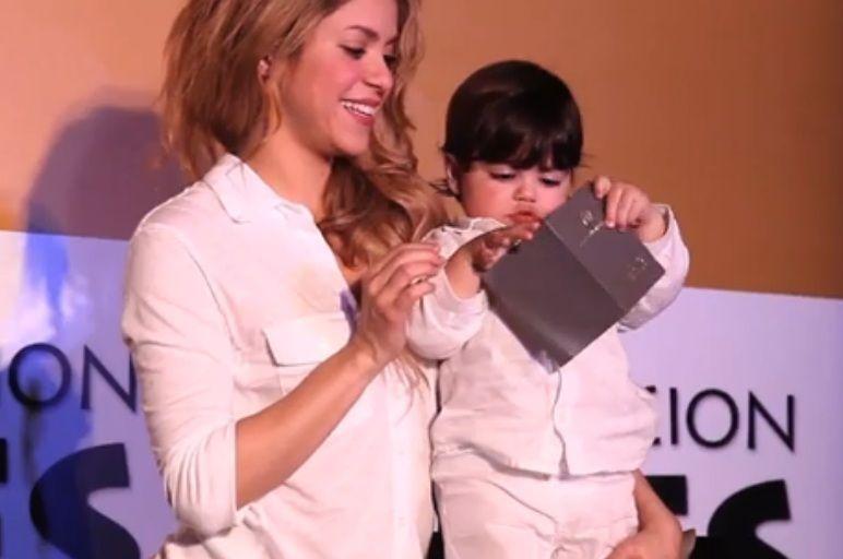 Shakira y Milan, su hijo con Piqué, en un evento solidario en Colombia