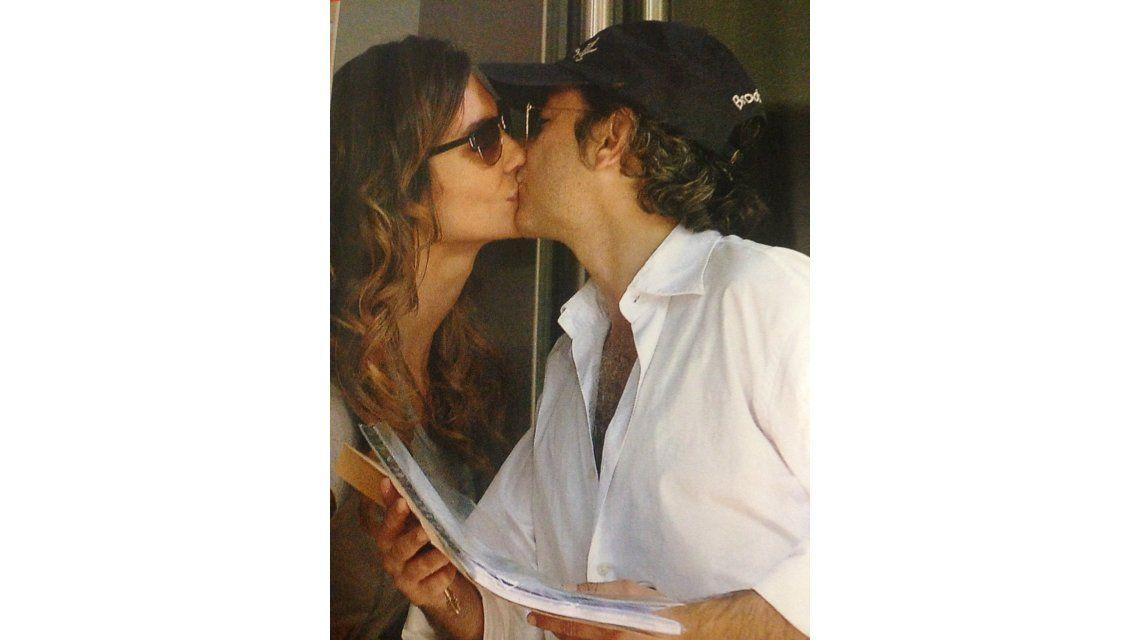 El romance de Paula Morales y Fabián Vena, a los besos en Palermo