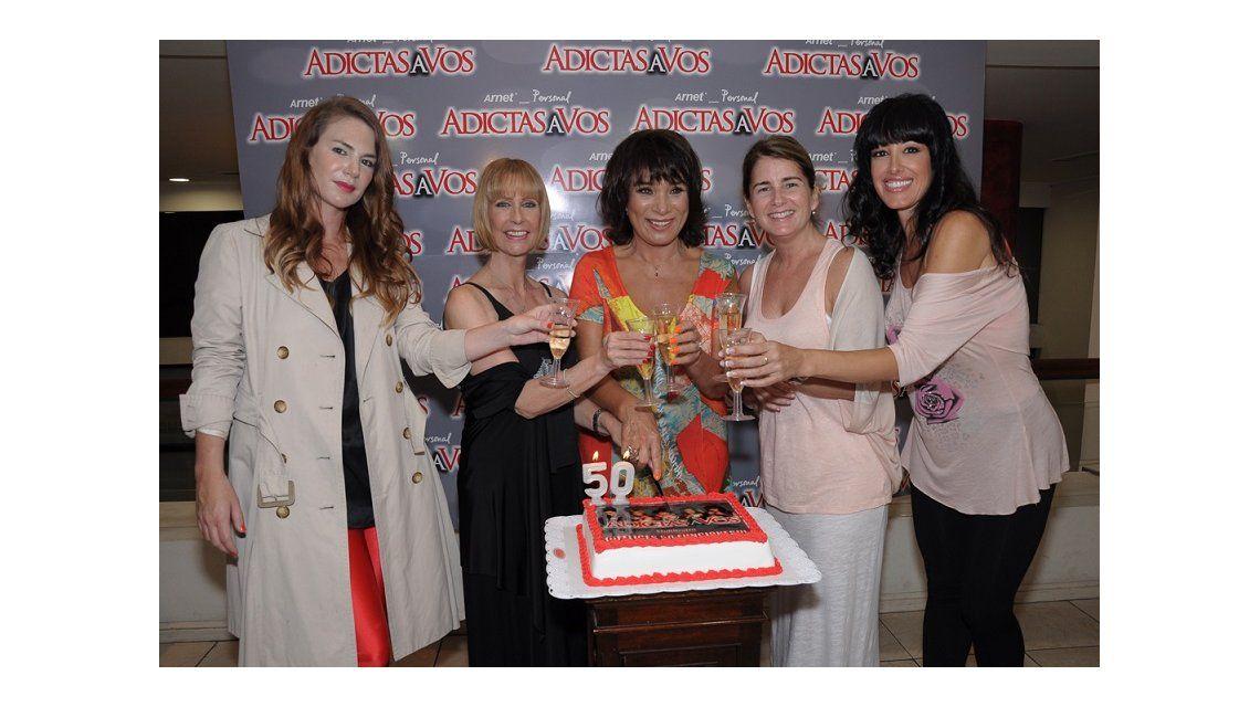 Betiana Blum y María Valenzuela festejaron 50 funciones de Adictas a vos