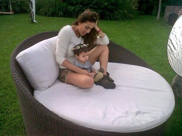 La producción de Débora Bello con Nina, su hija con Diego Torres