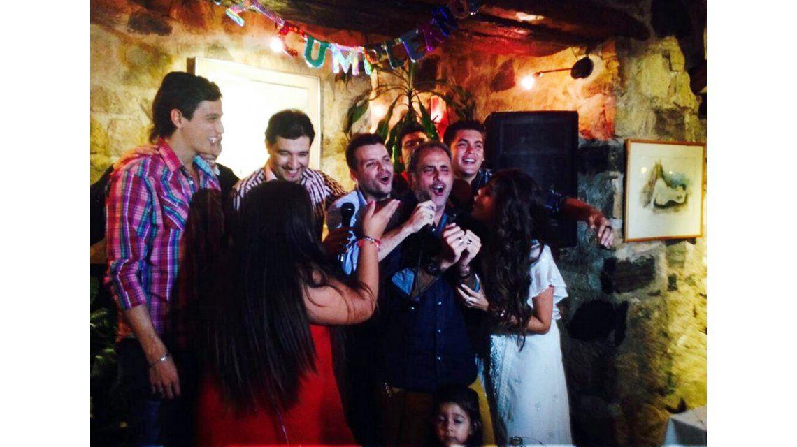 Jorge Rial se animó al karaoke en el cumpleaños de su hija Morena