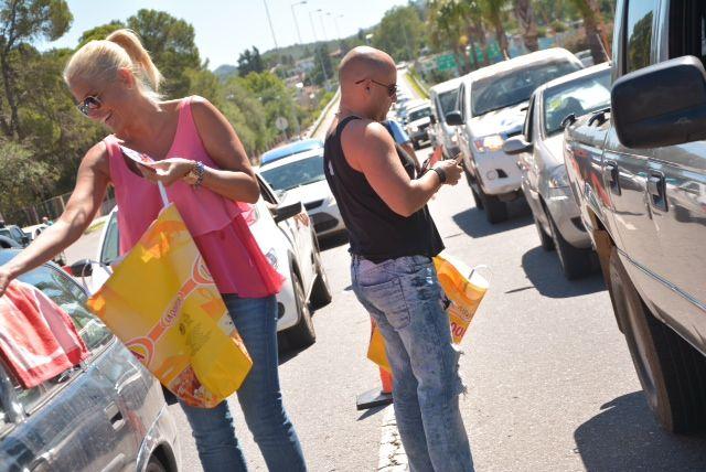 Nazarena Vélez y  Muscari recibieron a lo nuevos turistas de Carlos Paz