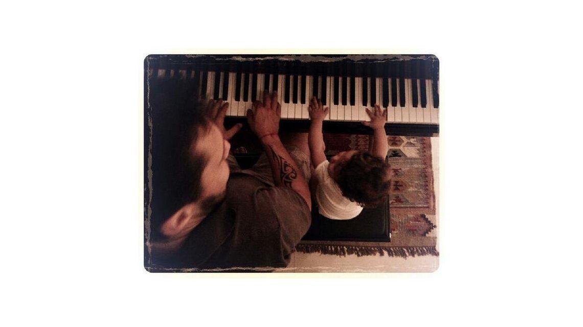 Lo lleva en la sangre: la hija de Diego Torres y Débora Bello ya toca el piano