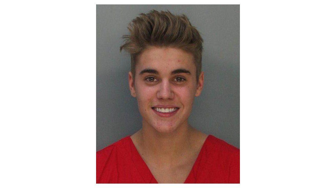 La sonrisa de Justin Bieber tras ser arrestado por correr una picada borracho