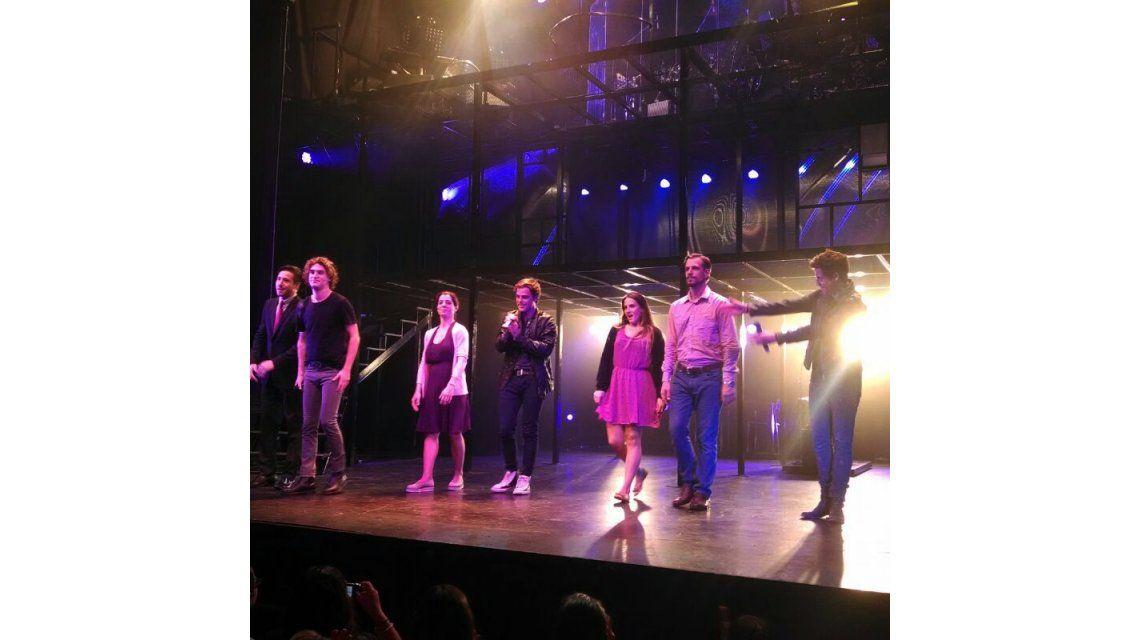 Peter Lanzani se subió al escenario del Tabarís, junto al elenco de Casi Normales