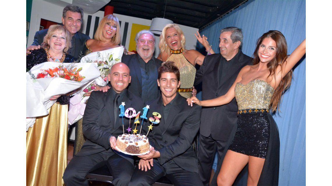 Los locos Grimaldi compartieron choripanes y fernet con su público