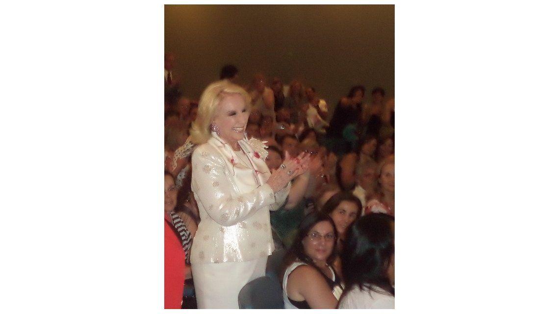 Mirtha viaja a Mar del Plata pero antes fue al teatro en Buenos Aires