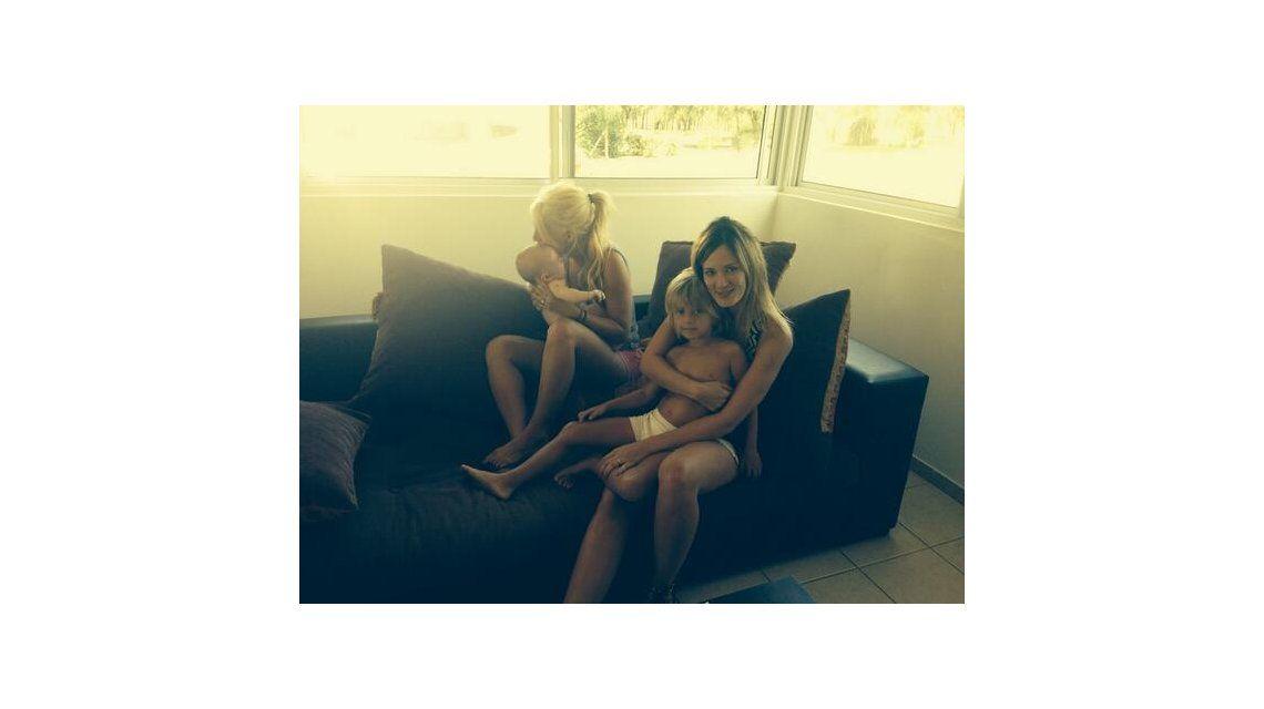 La tierna imagen de Wanda Nara y Paula Chaves con sus hijos