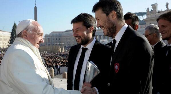 Fotos y video: Marcelo Tinelli, el Papa y la delegación de San Lorenzo, juntos