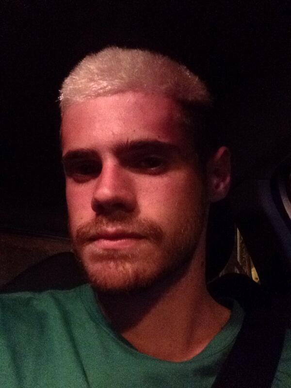 Promesa cumplida: Gastón Soffritti se tiñió el pelo de platinado por el club de sus amores