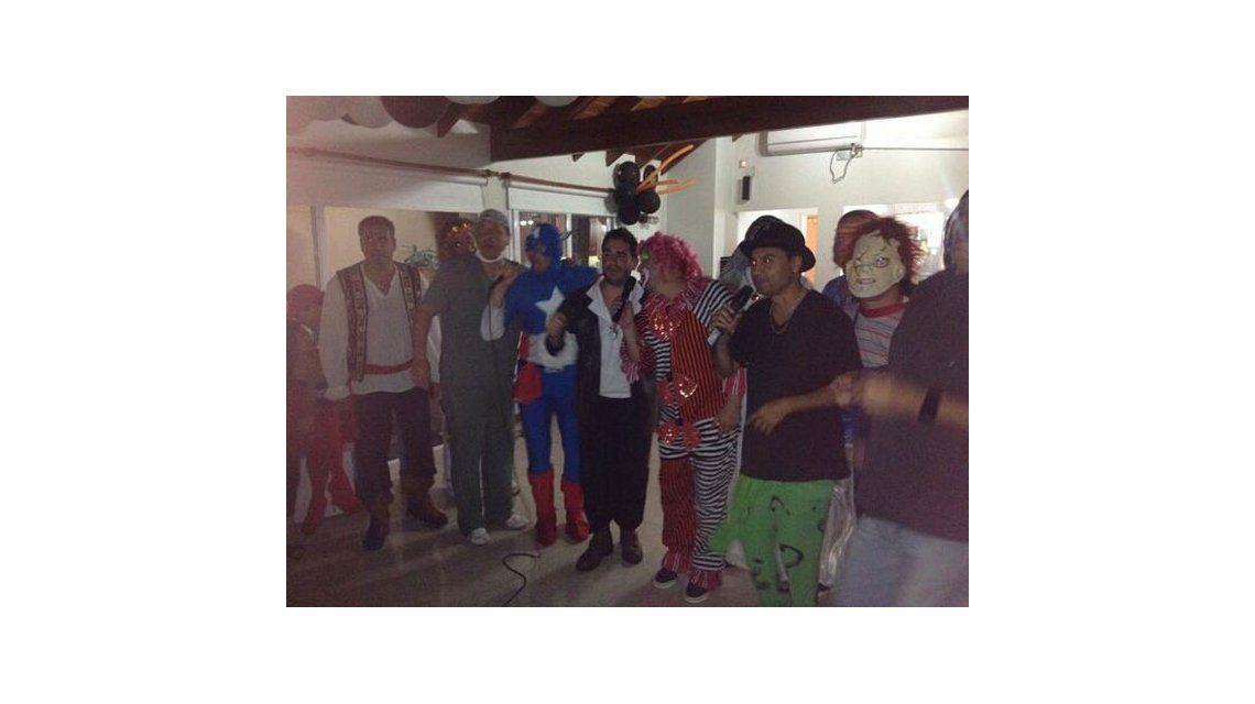 El insólito festejo de Verónica Ojeda en una fiesta de disfraces con su hijo