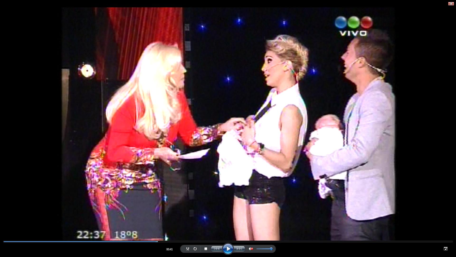 Cinthia Fernández presentó a sus mellizas en el programa de Susana Giménez