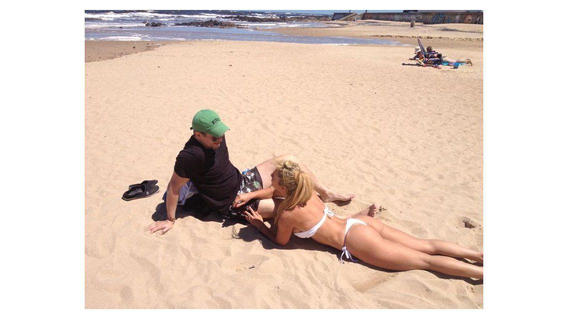 Las románticas vacaciones de Andrea Ghidone y su novio en las playas de Uruguay