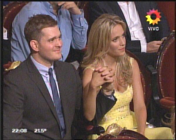 Mitad inglés, mitad español: Luisana Lopilato y Michael Bublé en los Premios TATO