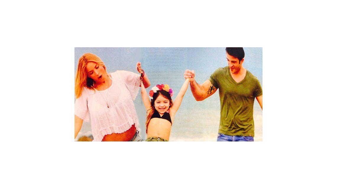 El álbum de fotos de Claudia Fernández, embarazada de ocho meses, con su familia