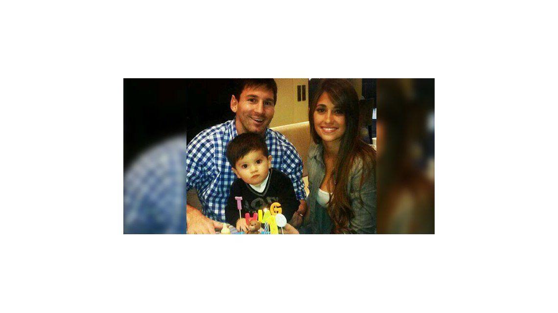 Messi le festejó su primer cumpleaños a Thiago, y en familia soplan las velitas