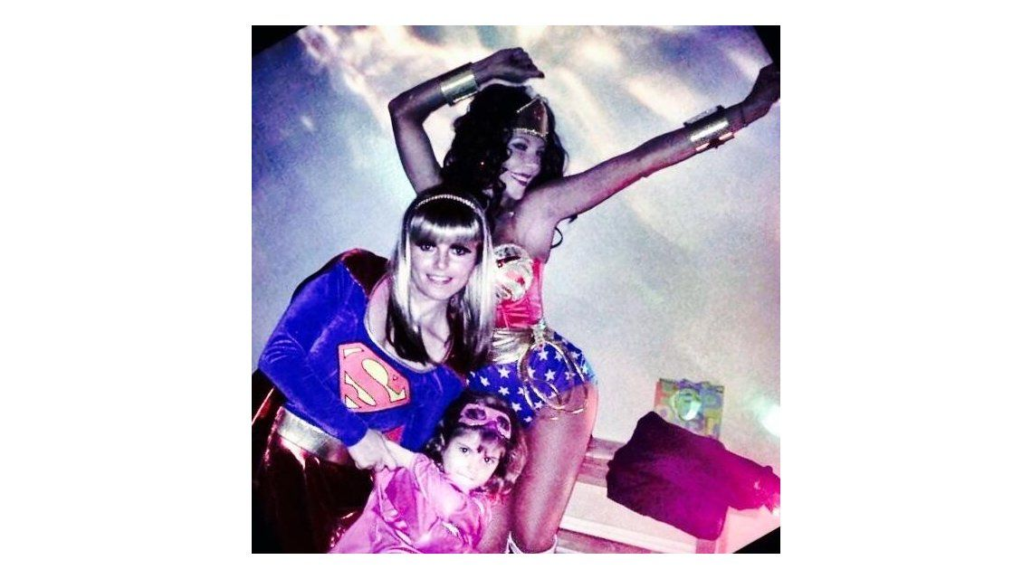 Wondermoni: las divertidas fotos de Mónica Ayos como la Mujer Maravilla
