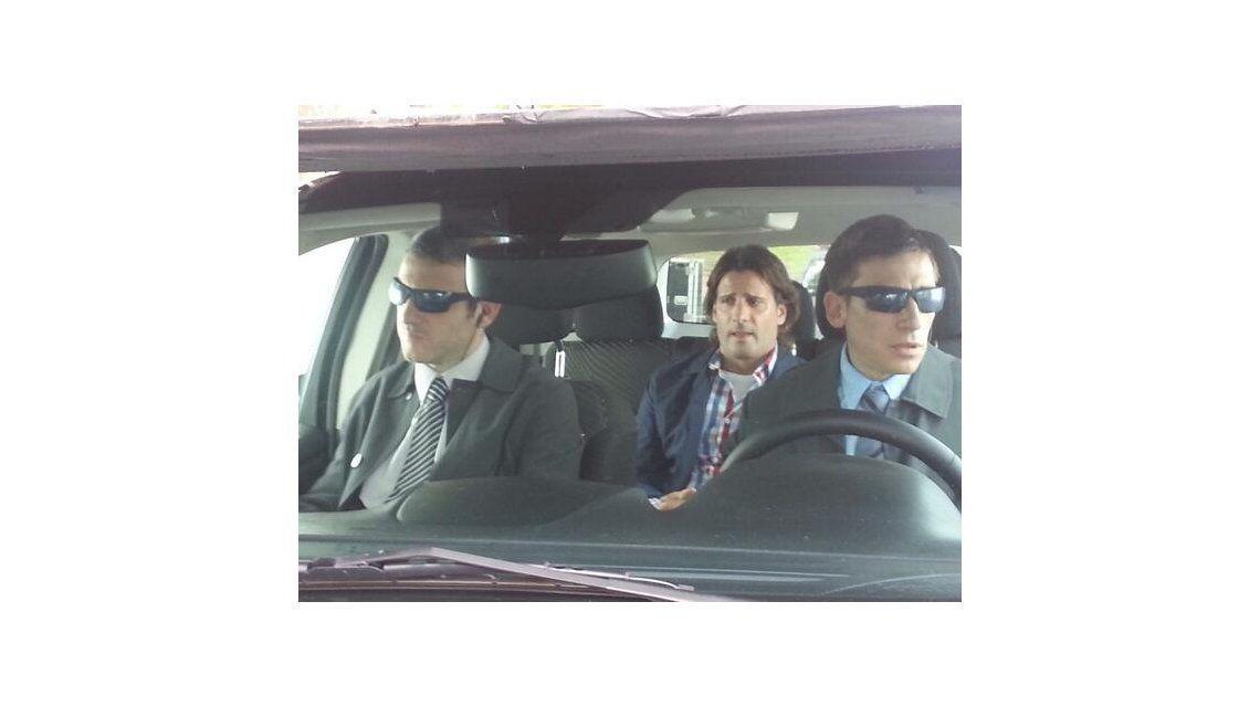 Pedro Alfonso cambia de look para una peli y filma con Paula un video en 3D