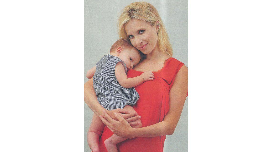 Carla Peterson posó junto a su bebé Gaspar