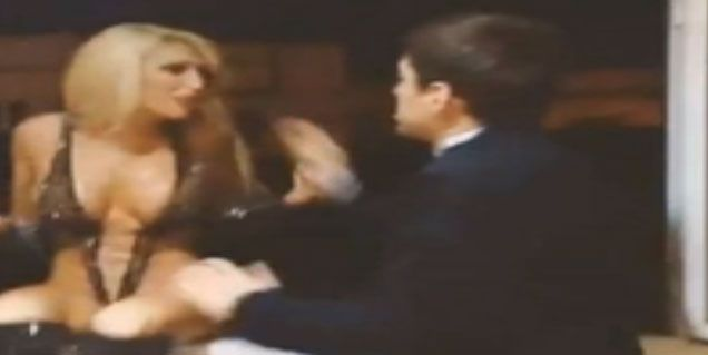 Imperdible video casero: tiran a la griega Xipolitakis por una ventana