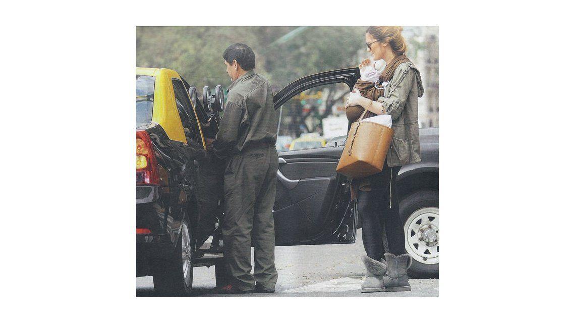 La primera salida de Paula Chaves junto a Olivia, su hija con Pedro Alfonso