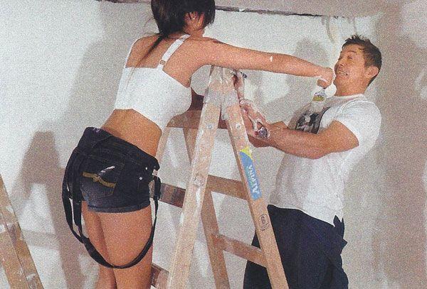 Burlando y su novia azafata, pintan su futura casa: Vamos a vivir juntos