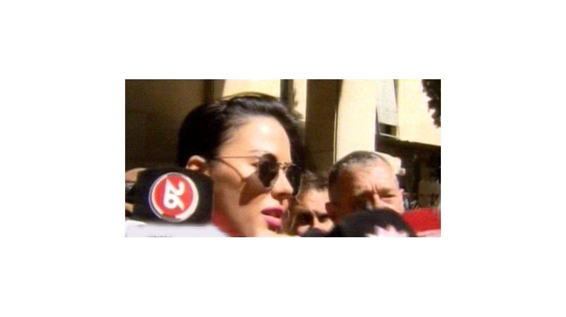 Jelinek, en Tribunales: besos y fotos con secretarios, abogados y policías