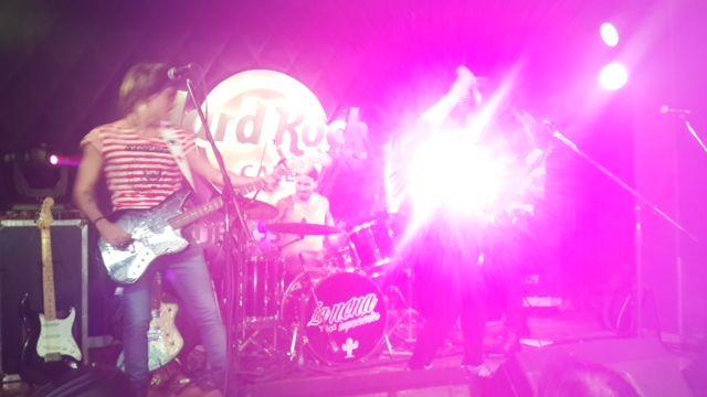 Carmen y Moria en la presentación de la banda de Fede Bal