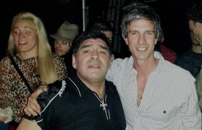 Maradona sigue de joda: Con Rocío Oliva, su hija y su yerno, amanece en fiestas