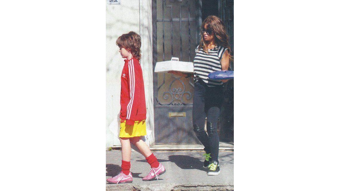 Con cambio de look, Flor Peña festejó el Día del Niño con su novio y sus hijos