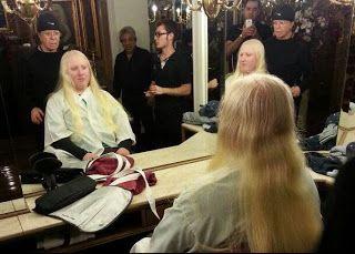 Apareció el albino que le da pelo a Susana en la peluquería de Romano