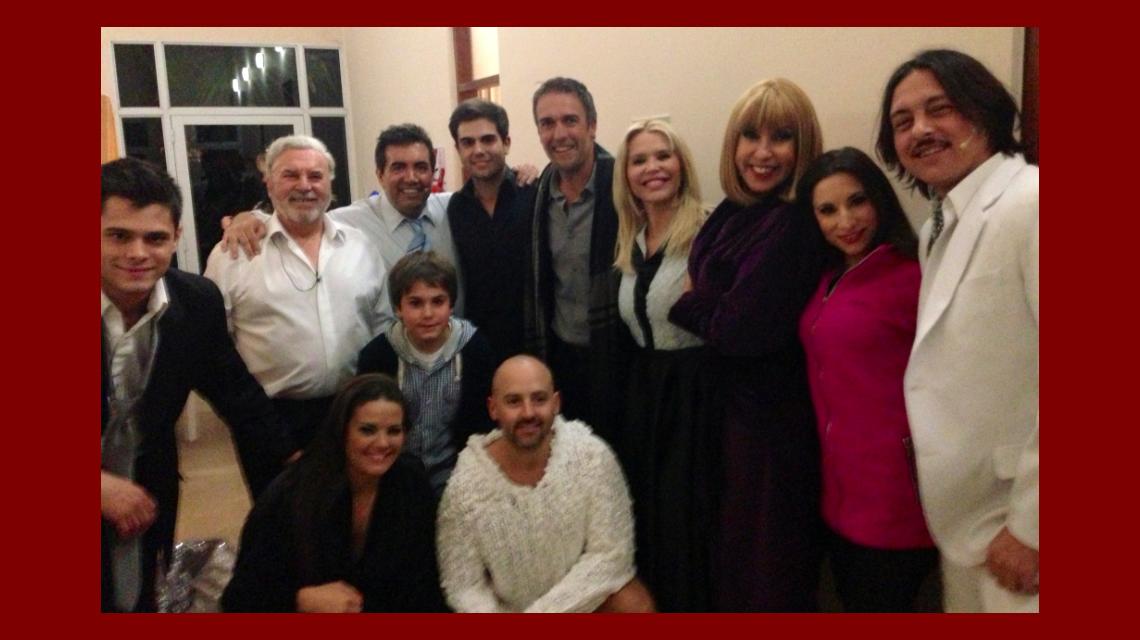 Gabriel Batistuta fue a ver a su hijo al teatro y saludó a todos Los Grimaldi