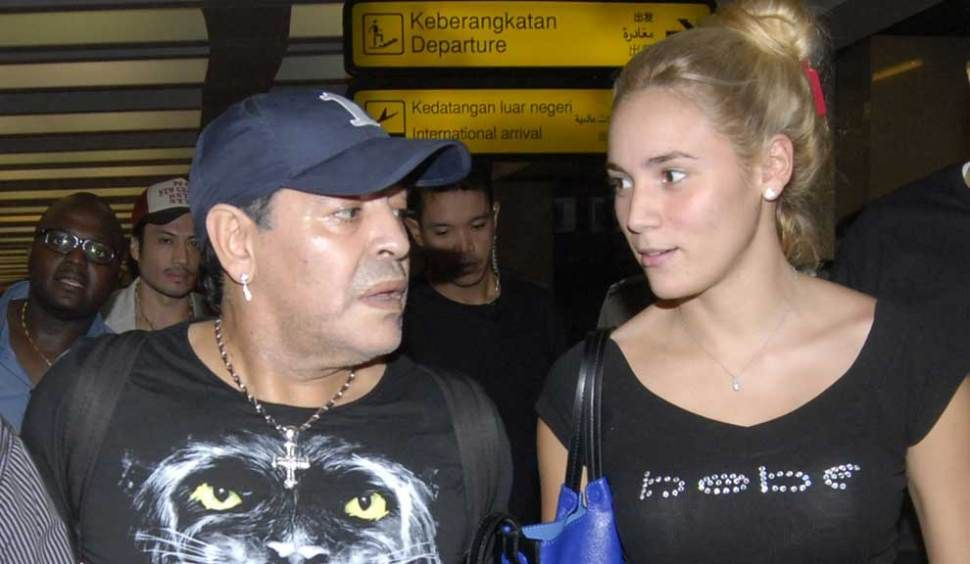 Rocío Oliva, echada por Diego Maradona, llegó este jueves a Buenos Aires