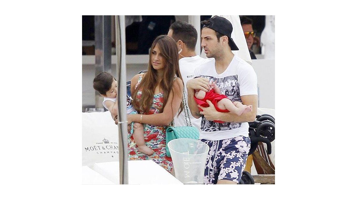 El álbum íntimo de las vacaciones de la mujer de Messi y su hijo en Ibiza