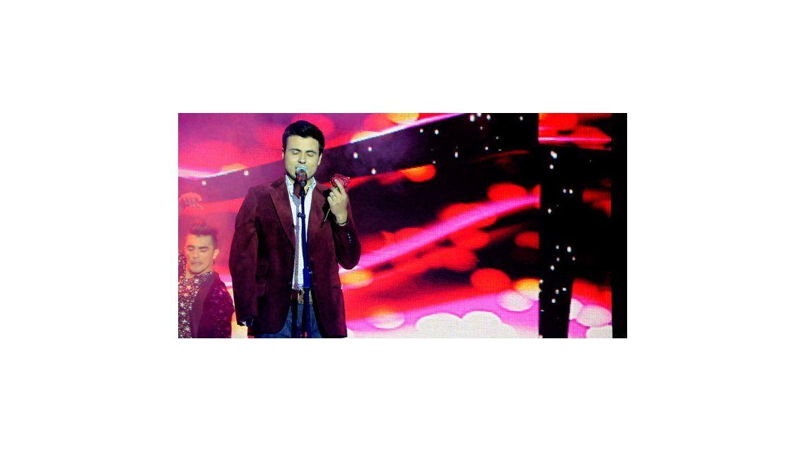 Oscar Mediavilla, sorprendido por una fan en el Soñando por Cantar