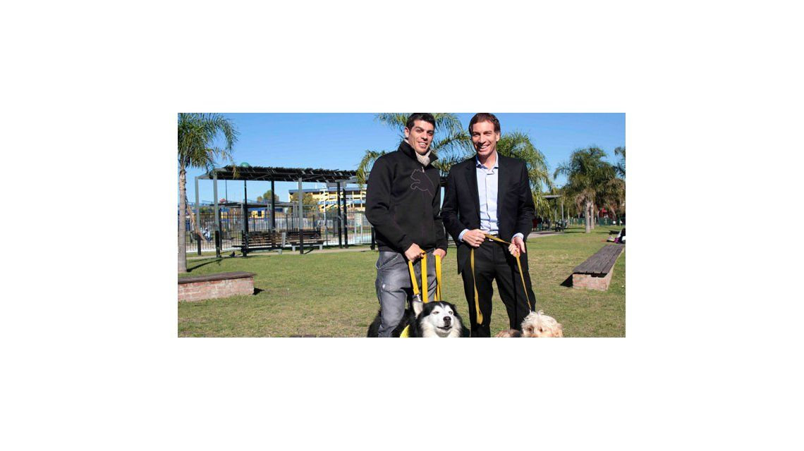 Cristián U y su constante lucha en favor de los perros: inauguró un canil en La Boca
